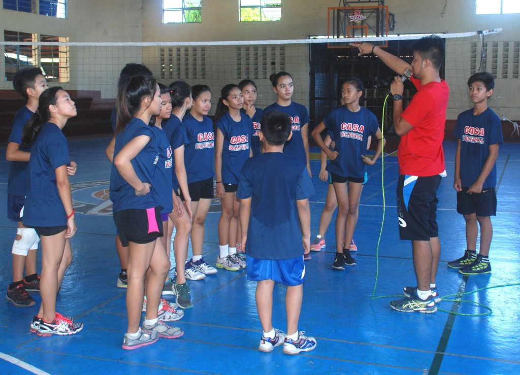 Coach Mikko Gako emphasizes a point during the summer clinic for volleyball trainees.